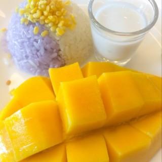 Sweet sticky rice with mango  ข้าวเหนียวมะม่วงน้ำดอกไม้ - ในอ.เมืองสมุทรสาคร จากร้านS&P Restaurant (เอส แอนด์ พี) (อ.เมืองสมุทรสาคร)|กรุงเทพและปริมลฑล