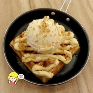 Durian Royale - 位於Jurong East的Griddy Gourmet Waffles (Jurong East) | 新加坡
