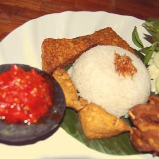 Ayam Goreng - ในSalemba จากร้านNasi Uduk & Ayam Goreng Mas Miskun (Salemba)|Jakarta