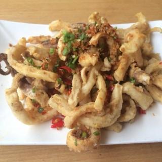 ปลาหมึกทอด - 位于สุริยวงศ์的Boon Restaurant (สุริยวงศ์) | 曼谷