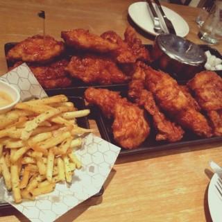 ไก่อบซอส - ในปทุมวัน จากร้านBonChon Chicken (บอนชอน ชิคเก้น) (ปทุมวัน)|กรุงเทพและปริมลฑล