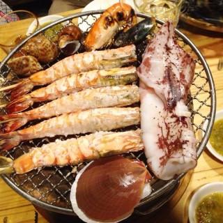 ปลาหมึกย่างกุ้งย่าง - 位于สามเสนใน的Summer Street (ซัมเมอร์ สตรีท) (สามเสนใน) | 曼谷