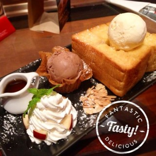 Toast with chocolate and vanilla ice-cream - Talat Yot's The Fabulous Dessert Café (Talat Yot)|Bangkok