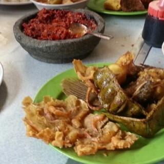 Cempaka Putih's Rumah Makan Ampera 2 Tak (Cempaka Putih)|Jakarta