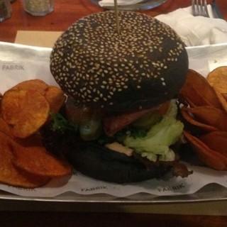 burger  -  dari The Fabrik Eatery & Bar (Riau) di Riau |Bandung