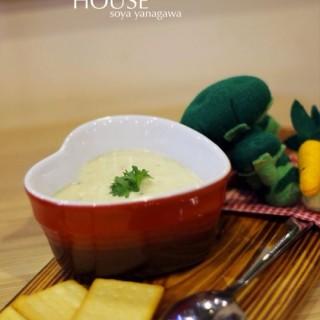 Beef bacon potato soup - ในPuri Indah จากร้านMacaroni House (Puri Indah)|Jakarta