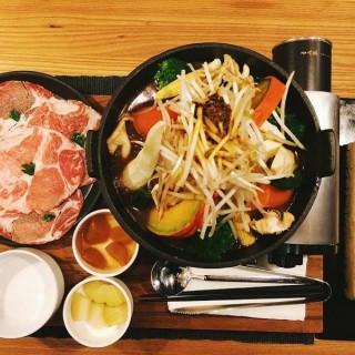 豬里肌咖哩火鍋 - Songshan District's cari de madame (Songshan District)|Taipei
