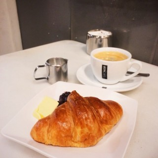 Croissant and long black coffee.  -  dari Freshly Baked (River Valley) di River Valley |Singapura