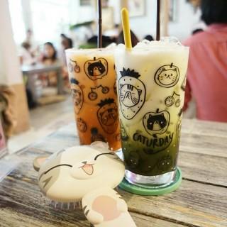 Matcha Latte - 位於ถนนเพชรบุรี的Caturday Cafe (Coco walk) (ถนนเพชรบุรี) | 曼谷