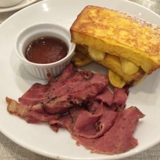 French Toast with Beef Bacon & Banana - ในBandar Sunway จากร้านDelicious Café (Bandar Sunway)|Klang Valley