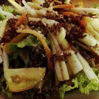 Crispy Adobo Salad -  dari Bauhinia Filipino Cuisine (Iloilo City) di Iloilo City |Other Provinces