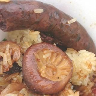 什錦臘味糯米飯+膶腸 - 位於灣仔的強記美食 (灣仔) | 香港