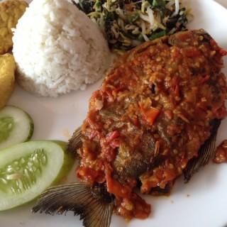 Ikan Bawal Penyet Nasi Lalap -  dari Jeng Ni (Bekasi Selatan) di Bekasi Selatan |Jakarta