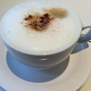 Cappuccino - ใน柴灣 จากร้านTai Hing (柴灣)|ฮ่องกง
