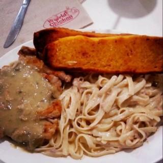 Grilled Chicken Fettuccine and Garlic bread  -  dari World Chicken (Central Bus. Dist.) di Central Bus. Dist. |Metro Manila