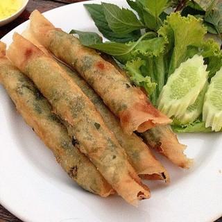 ปอเปียะทอดสอดไส้ผักโขมชีส : Spring rolls with spinach cheese -  dari Front Park (บางนา) di บางนา |Bangkok