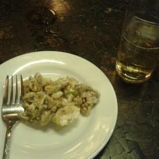 chicken sisig and beer -  dari Giligan's Island Restaurant and Bar (Central Bus. Dist.) di Central Bus. Dist. |Metro Manila