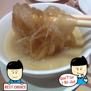 古法瓦罉雞煲翅 -  dari Tou Tou Koi (新馬路) di 新馬路 |Macau