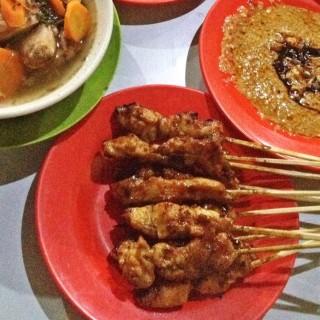 Sate ayam - ในPuncak จากร้านWarung Sate Shinta (Puncak)|Jakarta