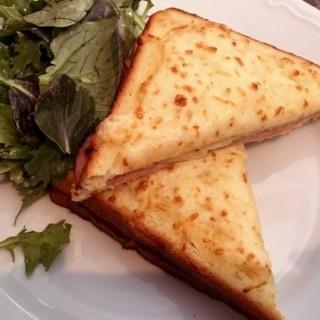 French toast with ham and eggs -  dari Paul Bakery and Patisserie (Sudirman) di Sudirman |Jakarta