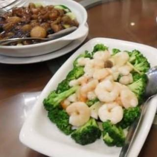 Sautéed broccoli with shrimp and scallop - Alabang's Gloria Maris (Alabang)|Metro Manila