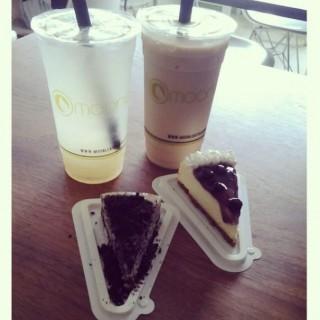 Lychee Fruit Tea, Vanilla Milktea, Blueberry and Oreo Cheesecake - Diliman's Moonleaf Tea Shop (Diliman)|Metro Manila