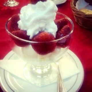 Vanilla Ice Cream with Strawberry - Asia Afrika's Braga Permai Resto & Cake Shop (Asia Afrika)|Bandung