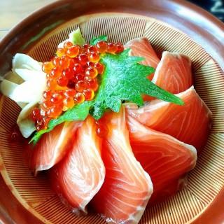 Salmon ikura don - 位于คลองเตยเหนือ的Shori Sushi House (โชริ ซูชิ เฮาส์) (คลองเตยเหนือ) | 曼谷