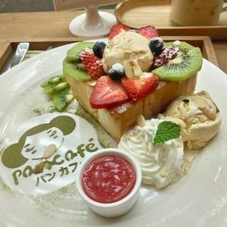 ฮันนี่โทสต์ - Silom's Pan Cafe (ปังคาเฟ่) (Silom)|Bangkok