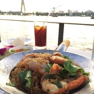กุ้งอบวุ้นเส้น - 位于วัดสามพระยา的In Love Bar & Restaurant (วัดสามพระยา) | 曼谷