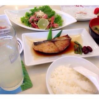 ปลาแซลมอลย่างซีอิ้ว -  ช่องนนทรี / Fuji Japanese Restaurant (ฟูจิ) (ช่องนนทรี) กรุงเทพและปริมลฑล