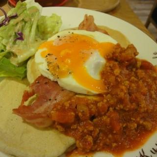 義式蕃茄肉醬鬆餅 -  dari Kyushu Pancake Café (松山區) di 松山區 |Taipei