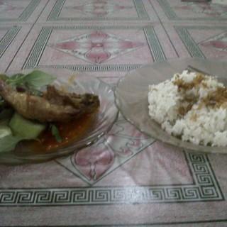 Nasi Pecel Ayam - ในBintaro จากร้านPondok Pecel Pincuk Godong Ijo (Bintaro)|Jakarta
