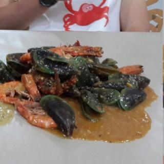 Udang, kerang, dll - ในPantai Indah Kapuk จากร้านCut The Crab (Pantai Indah Kapuk)|Jakarta