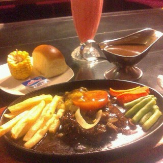 Sirloij steak - Mulyorejo's Steak Hut (Mulyorejo)|Surabaya