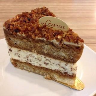 Tiramisu Almond Crunchy - ในBukit Bintang จากร้านLevain Boulangerie & Patisserie (Bukit Bintang)|Klang Valley