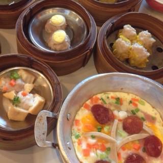 ไข่กระทะทรงเครื่อง -  dari Chokdee Dim Sum (สามเสนใน) di สามเสนใน |Bangkok