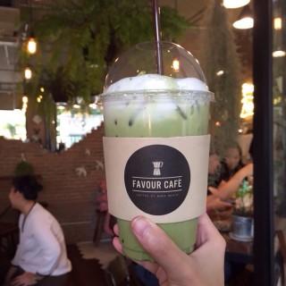 Iced matcha latte -  dari Favour Cafe (เฟเวอร์ คาเฟ่) (พระบรมมหาราชวัง) di พระบรมมหาราชวัง |Bangkok