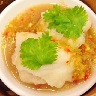 เนื้อปลานึ่งมะนาว -  dari Hong Kong Suki (ฮ่องกงสุกี้) (อ.ปากเกร็ด) di อ.ปากเกร็ด |Bangkok