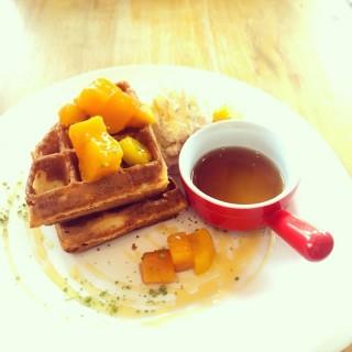mango waffle - ใน元朗 จากร้านDessert Gallery (元朗)|ฮ่องกง