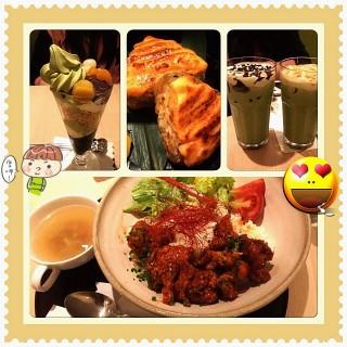 韓式炸雞溫泉、烤明太子飯糰、抹茶白玉百匯、巧克力抹茶拿鐵、焦糖抹茶拿鐵 -  dari Maccha House (大安區) di 大安區 |Taipei