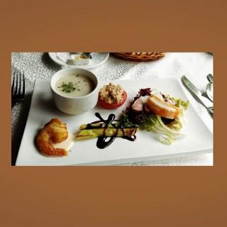 煙鴨胸水蜜桃沙律、燒泰國露筍、炸法國甜蝦、吞那魚釀蕃茄配香草忌廉湯 - 位于尖沙咀的老富昌法國餐廳 (尖沙咀) | 香港