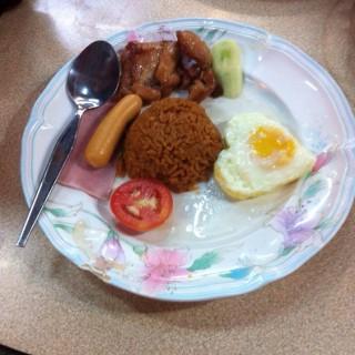 ข้าวผัดอเมริกัน - Somdet Chao Phraya's สอาดโภชนา (Somdet Chao Phraya)|Bangkok