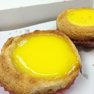 脹卜卜蛋撻 - ใน長沙灣 จากร้านSun Wah Cafe (長沙灣)|ฮ่องกง