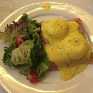 Egg Benedict with bacon - 位於Seputeh的Yeast Bistronomy (Seputeh) | 雪隆區
