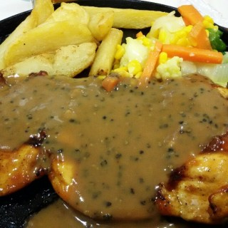 Chicken Steak 250gr with blackpepper sauce  - 位于Muara Karang的Frankfurter Hotdog (Muara Karang) | 雅加达