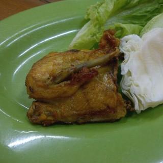 Ayam Goreng -  dari Rumah Makan Ma - Ju 57 (Jatinegara) di Jatinegara |Jakarta