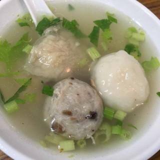 三色丸湯 - 位於大同區的佳興魚丸 (大同區) | 台北