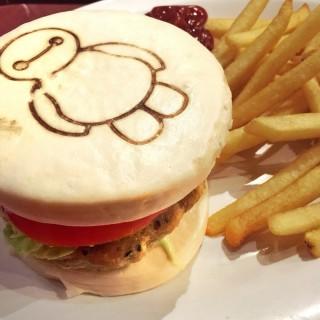 醫神漢堡包套餐 - ใน大嶼山 จากร้านStarliner Diner (大嶼山)|ฮ่องกง