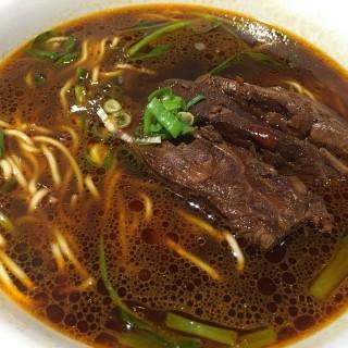 紅燒牛肉麵 - ใน東區 จากร้าน四川段純貞牛肉麵 (東區)|Hsinchu / Miaoli